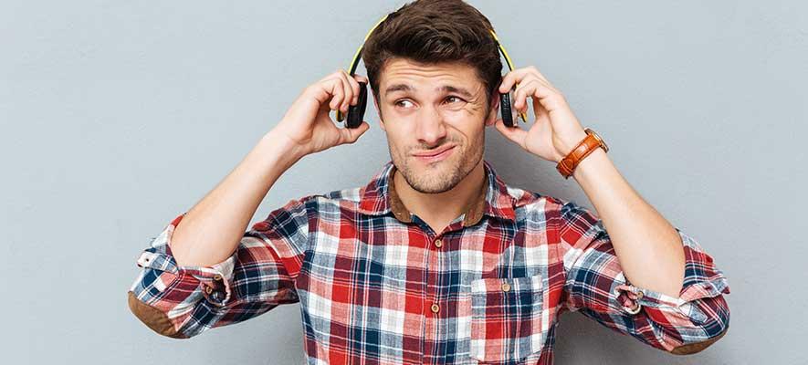 การใส่หูฟัง