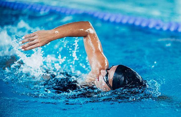 การดูแลสุขภาพวัย 40 ว่ายน้ำ