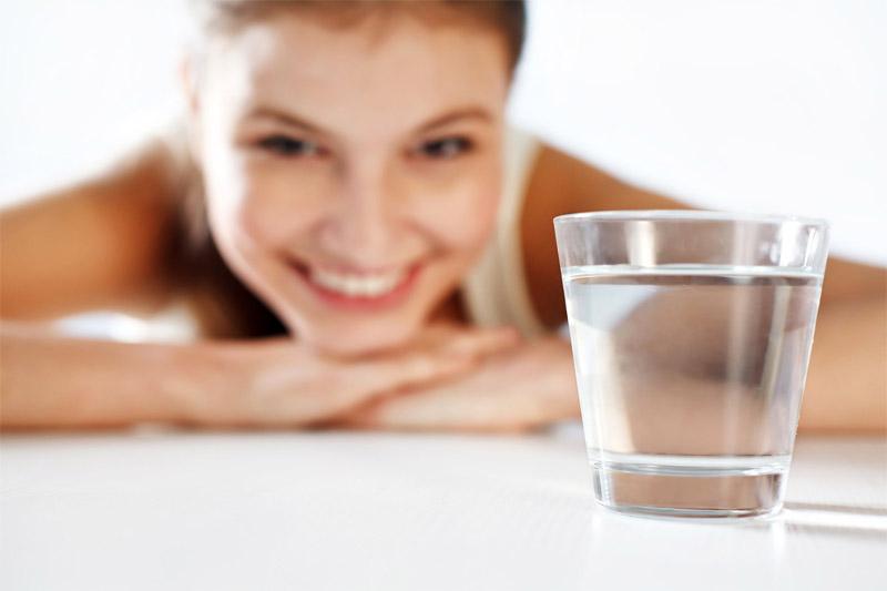 5 วิธีทำให้หน้าใส-ดื่มน้ำวันละ 2 ลิตร