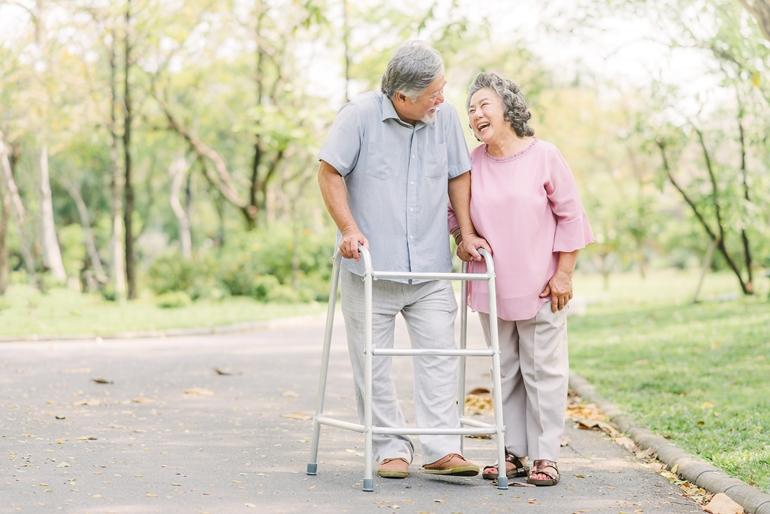 วัยชราความสูงลดลง-โรคกระดูกพรุน (osteoporosis)