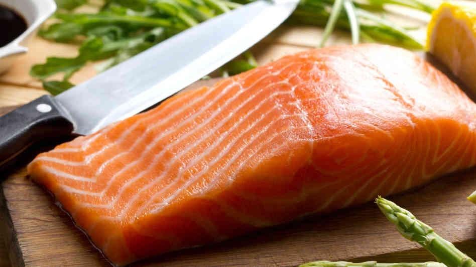 แซลมอนป่า VS แซลมอนฟาร์ม-อันตรายหากจะเน้นกินปลาเพียงอย่างเดียว