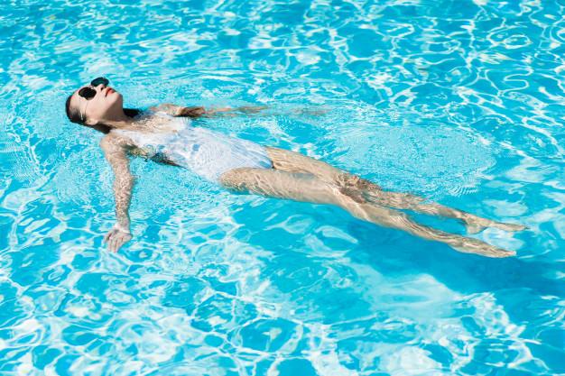 การลดต้นขา- ว่ายน้ำ