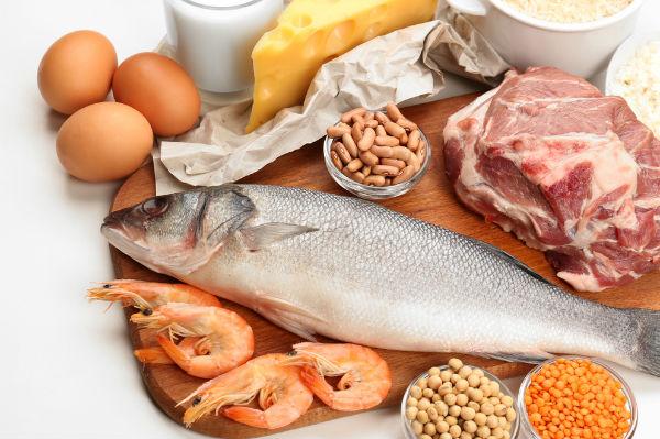 การเลือกรับประทานอาหาร - โปรตีนเช่นเนื้อปลาและเนื้อแดง