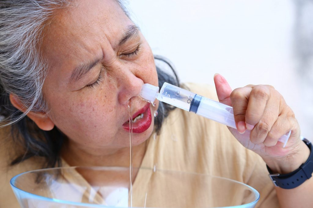 โรค covid- 19 ตามสื่อโซเชี่ยล  ล้างจมูกด้วยน้ำเกลือ