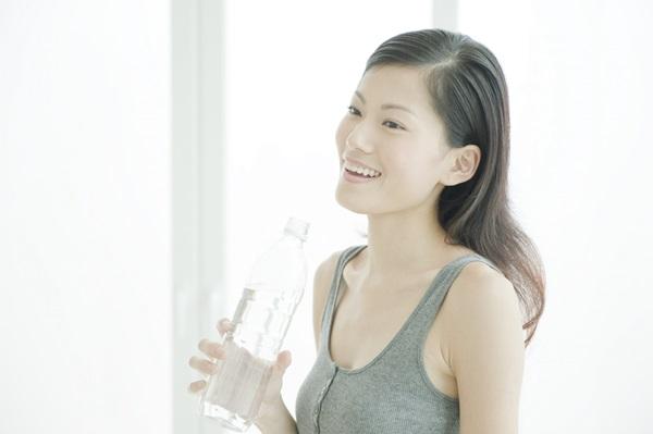 ประโยชน์จากการดื่มน้ำในตอนเช้า - ช่วยให้เรานั้นมีผิวพรรณที่ดี